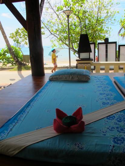 Massagem na beira da praia de Ao Nang