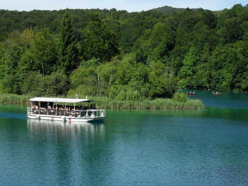 barco nos lagos plitvice